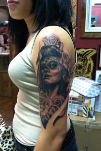 girly_feminine_sexy_custom_realistic_black_and_grey_day_of_the_dead_dia_de_los_muertos_girl_head_with_roses_half_sleeve_david_meek_tucson_arizona