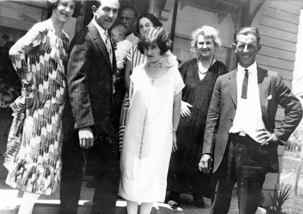 Walt disney and Lillian bounds are married on July 13th 1925